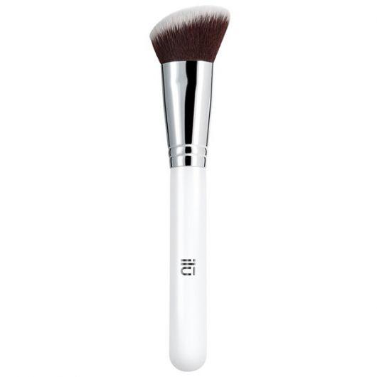 Pensula Ilu Kabuki in unghi pentru blush 301 Camo Queen